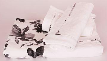 Resim Koton Beyaz Kenar Bantı Siyah Çiçekli Aplikeli Pike Takımı