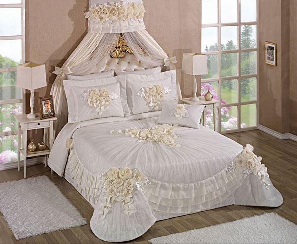 resm Saten Dantel Pembe Saraylı Madonna Yatak Örtü