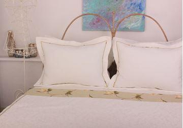 Resim Koton Beyaz Kenar Bantı Sarı Manolya Aplikeli Pike Takımı